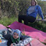 Den aktive mødregruppe stærk mor baby